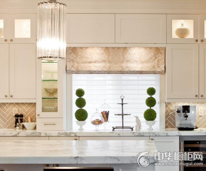 田园风格厨房整体橱柜装修实景图 白色橱柜装修图片