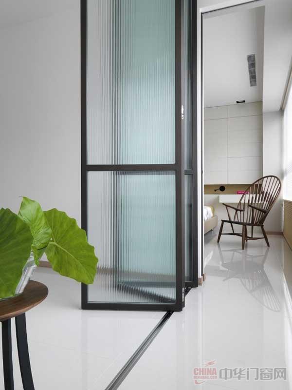 延展空间的减法设计现代风格室内玻璃门装修效果图